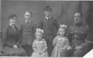 RH Batey and ME Burnett with Jack, Rob, Florence and Annie 1918