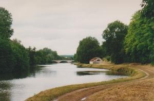 River Yonne route de halage